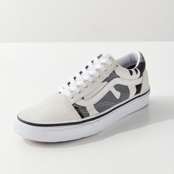 1fb6bb37ea NEW Vans UO Old Skool Snow Camo sneakers. M 5bfca47245c8b3e588f2b4c9